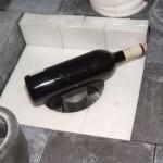 Bouteille de vin sur un détecteur de très basses radioactivités du CENBG. ©CENBG/O. Got