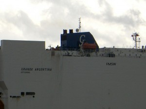 May 8th 2007 - FMSW leaving Hamburg with a car transporter ship.