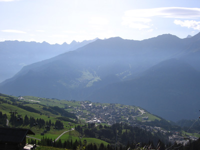 Fiss, on a plateau above the upper Inn valley, seen from above.