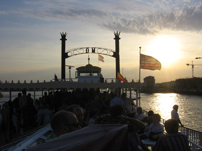 The conference attendees heading into the sunset on a Mississippi steam boat (well, a fake one obvously, it is Hamburg after all).